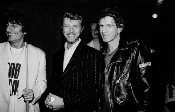 Фотографии,  на которых запечатлели Дэвида Боуи с его знаменитыми друзьями и партнёрами.