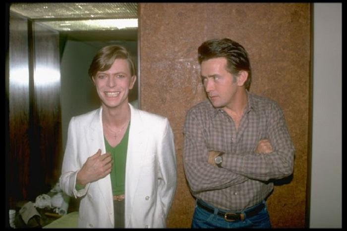 Памятная фотография Дэвида Боуи и известного американского актёра.