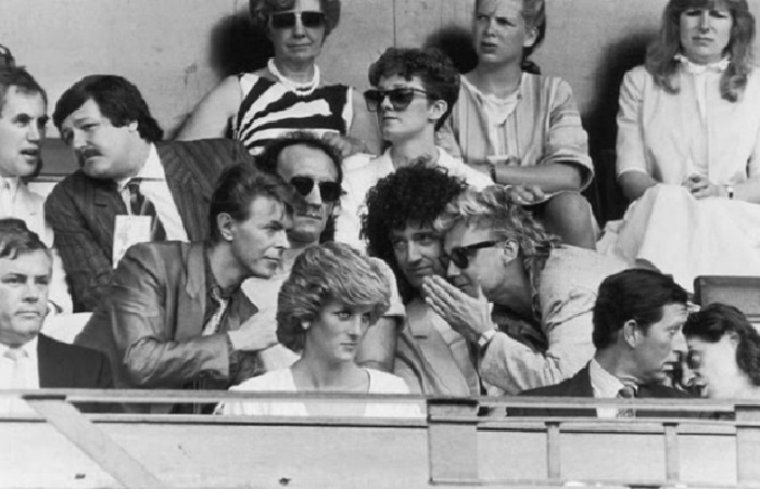 Дэвид Боуи, Крис Тейлор, Брайан Мэй, Роджер Тэйлор, Принцесса Диана, Принц Чарльз и Боб Гелдоф.