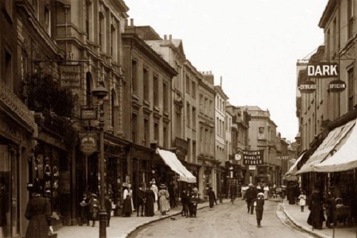 Пешеходная улица в неметропольном районе Норт-Девон.