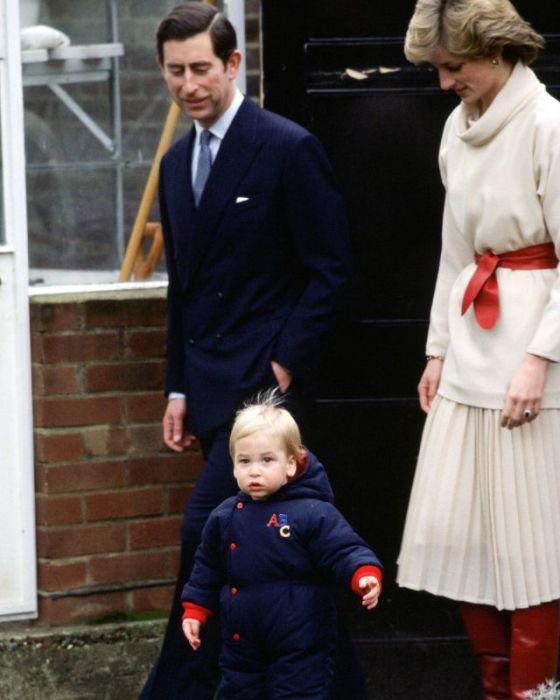 Принцесса Диана, Его королевское высочество принц Чарльз Филипп Артур Джордж и их маленький сын принц Уильям (Вильгельм) Артур Филипп Луис, герцог Кембриджский.