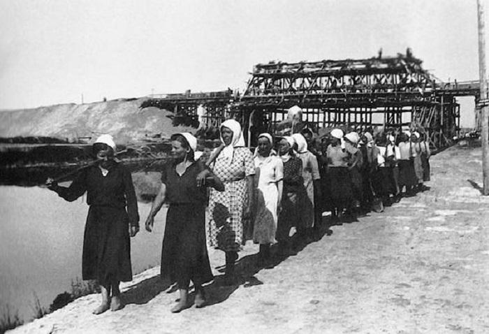Мостоотряд на строительстве Днепро-Бугского канала, 1939 год.