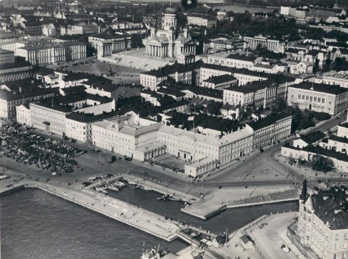 Вид на порт и Каспийское море. СССР, Баку, 1941 год.