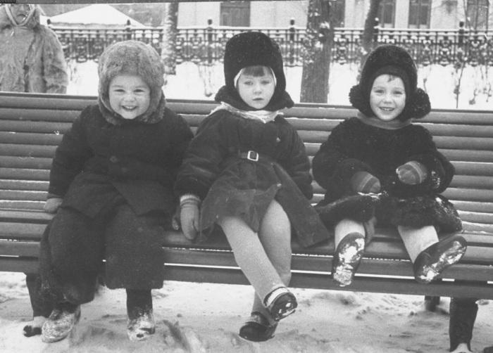 Московские дети на Суворовском бульваре.
