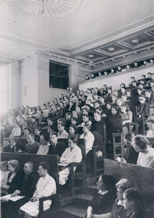 Лекция в университете. СССР, Москва, 1956 год.