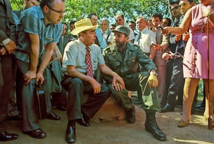 Генеральный секретарь ЦК КПСС Леонид Ильич Брежнев и премьер-министр Революционного правительства Республики Куба Фидель Кастро.