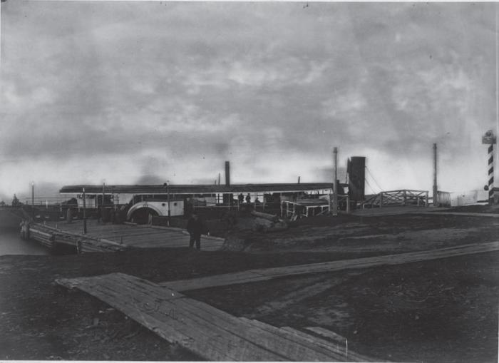 Пристань в Софийске, Ульчского района, Хабаровского края. Россия, 1880 годы.