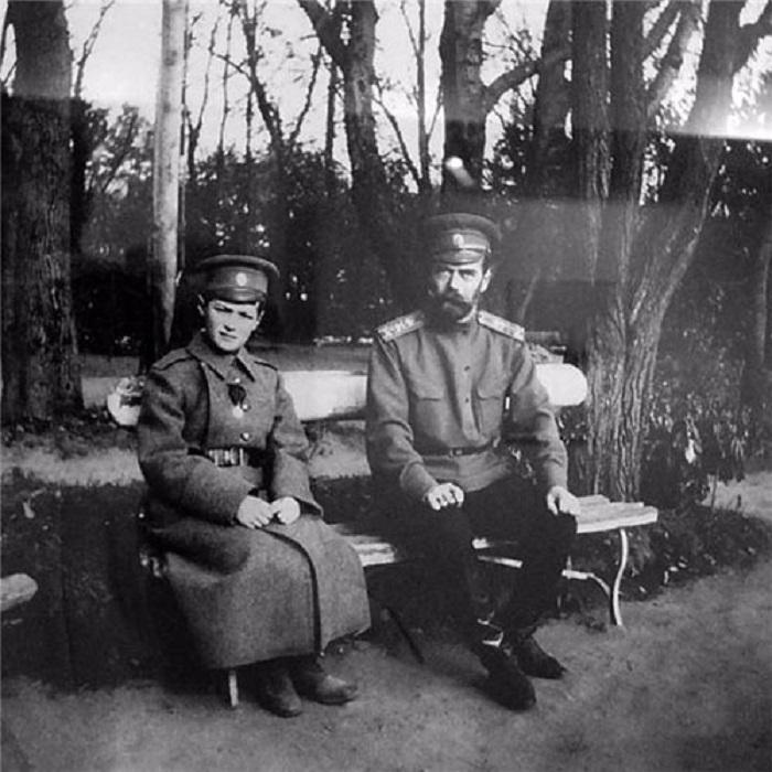 Цесаревич Алексей и император Николай II.