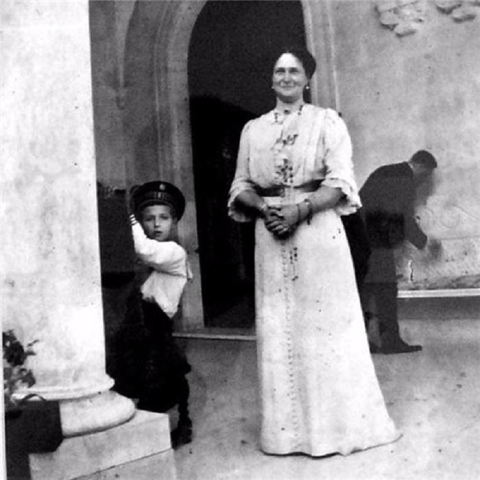 Императрица Александра Федоровна с царевичем Алексеем в Ливадии.