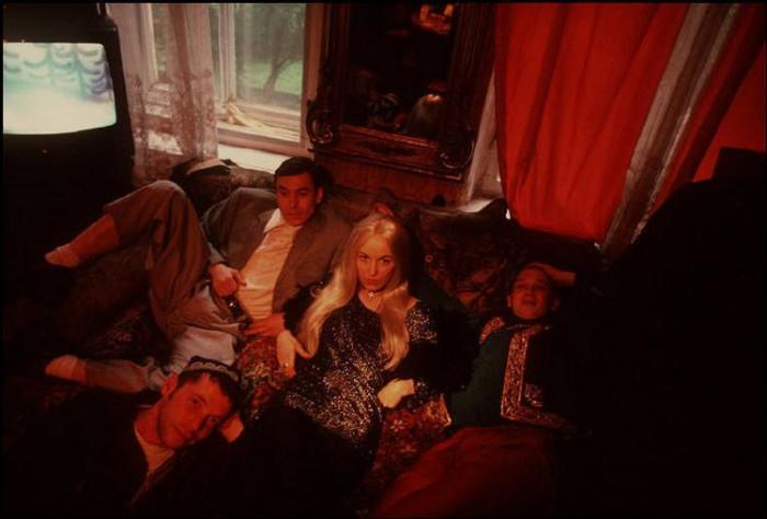 Виктор Фролов с друзьями в центре Санкт-Петербурга.