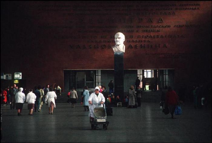 Бюст Ленина. Санкт-Петербург, Московский вокзал.