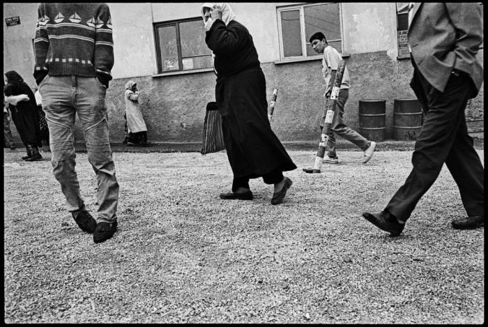 В центре села Согют, 1990 год.