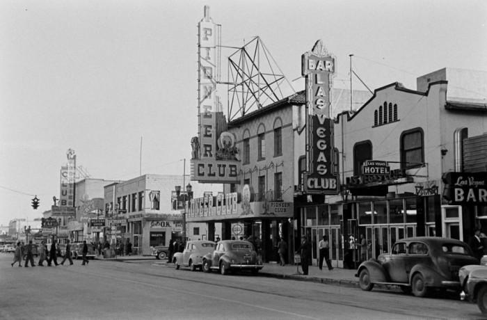 Клубы, рестораны и магазины в центре Лас-Вегаса в 1942 году.