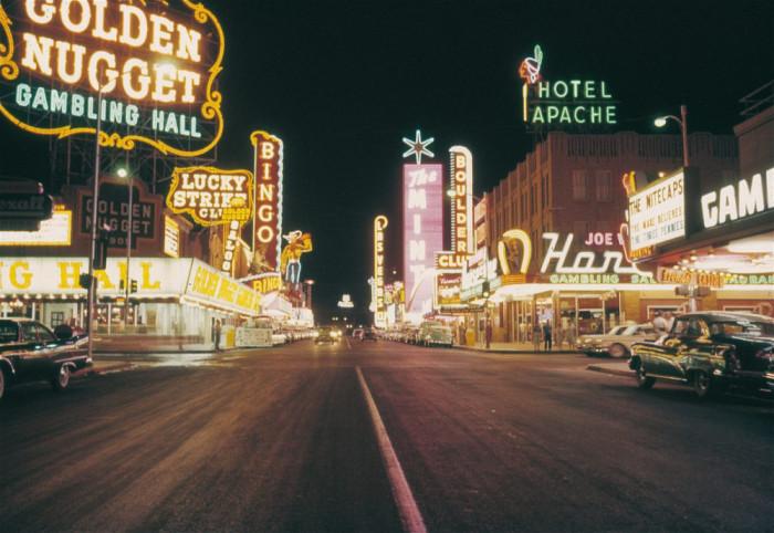 Сердце города и центральная улица, на которой расположены все самые роскошные отели и знаменитые казино.