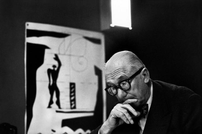 Пионер архитектурного модернизма и представитель архитектуры интернационального стиля.