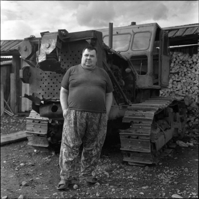 Бульдозерист. Красноярский край, Курагинский район, село Петропавловка, 2005 год.