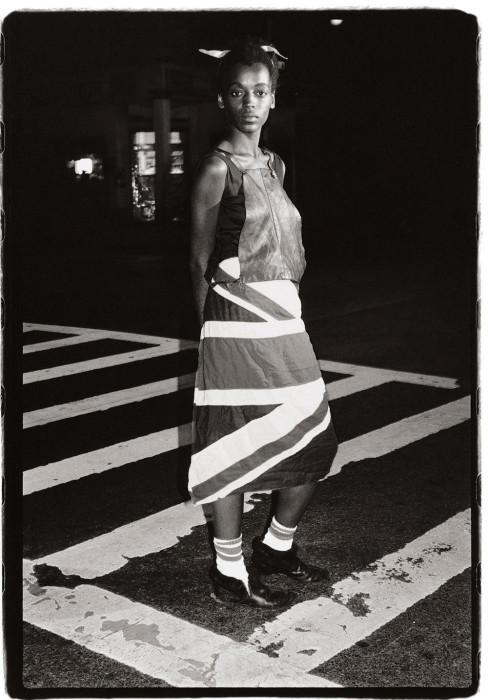 Юбка с расцветкой британского флага. США, Нью-Йорк, 1983 год. Автор: Amy Arbus.