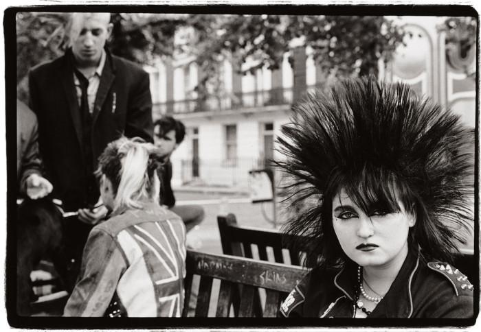 Волосы торчком. Великобритания, Лондон, 1983 год. Автор: Amy Arbus.