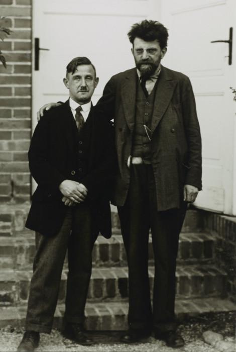 Эрих Мюзам и представитель Социал-демократической партии. Германия, 1929 год.