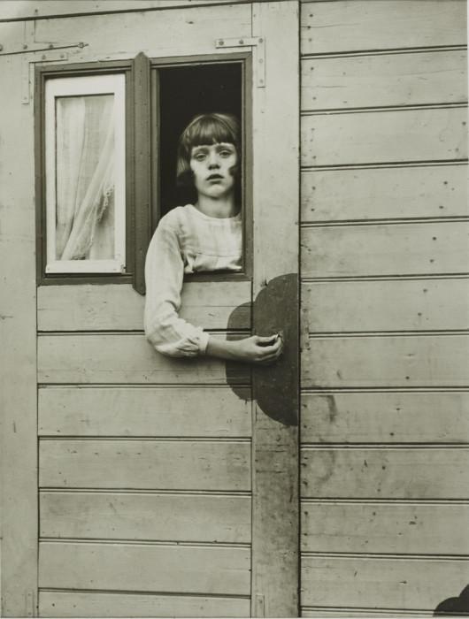 Девушка в ярмарочном автомобиле. Германия, Кёльн, 1926 год.