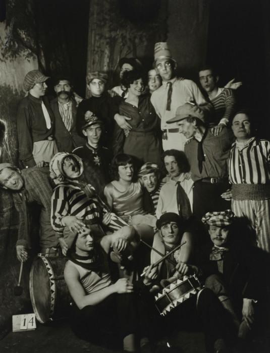Участники знаменитого карнавала искусств в Кёльне. Германия, 1931 год.