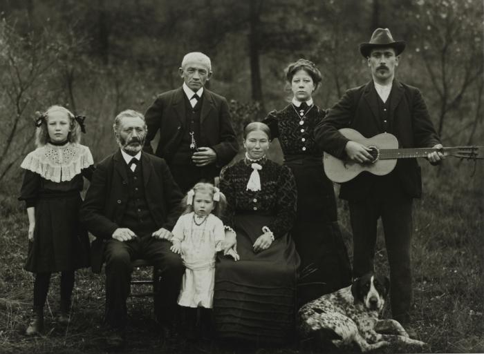 Семья зажиточных фермеров. Германия, 1912 год.
