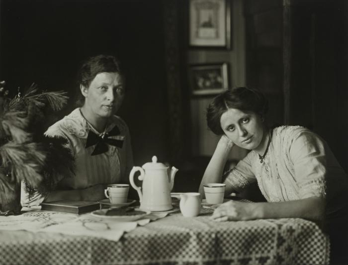 Две женщины в пригороде Берлина. Германия, 1913 год.