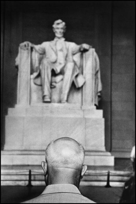 Генсек Никита Сергеевич Хрущёв перед мемориалом Линкольна. США, Вашингтон, 1959 год.