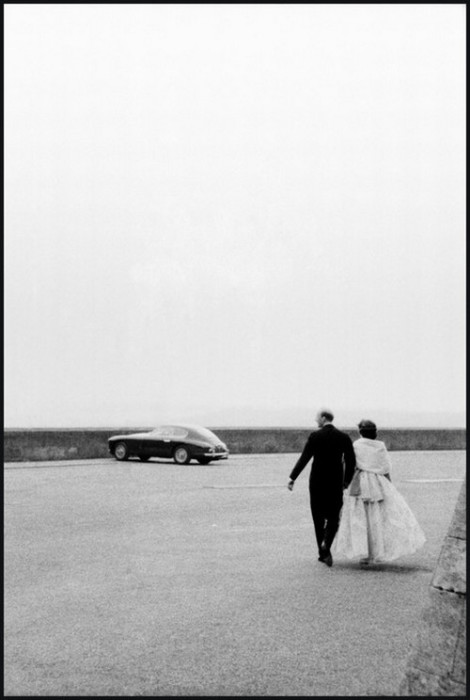 Молодожёны. Англия, у замка Бельвуар, 1959 год.