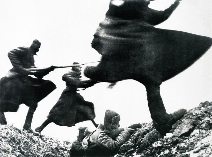 Атака советских войск, поддержанная огнём артиллерии, танками и штурмовыми ударами авиации.
