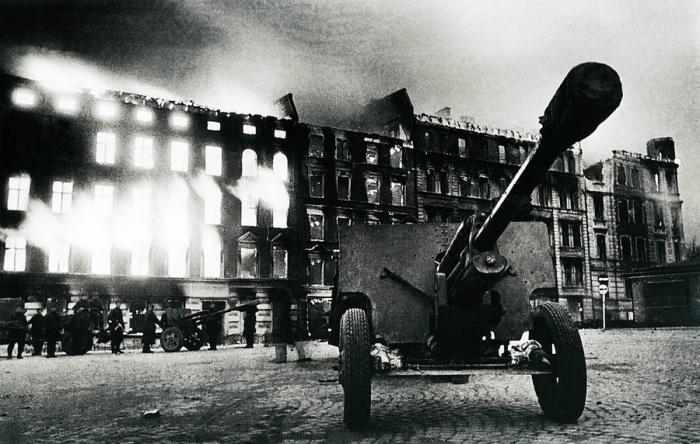 76-мм дивизионная пушка образца 1942 года.