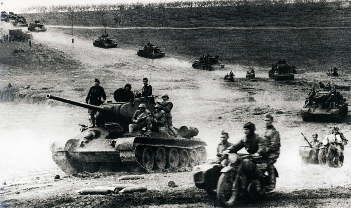 Стратегическое контрнаступление советских войск под Сталинградом.