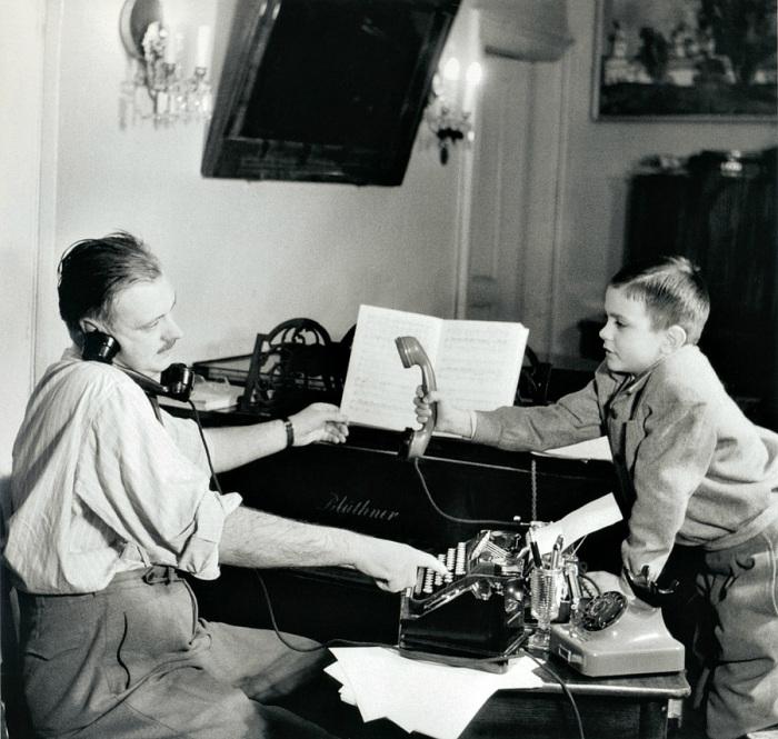 Писатель Сергей Михалков и его сын Никита, 1952 год.