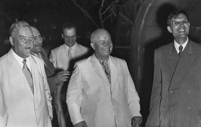 Николай Булганин, Никита Хрущев и Михаил Суслов, 1955 год.
