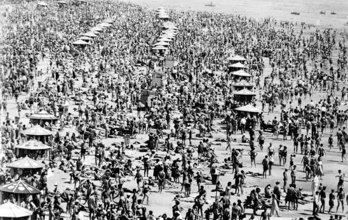 Пляж на Днепре. СССР, Украина, 1958 год.