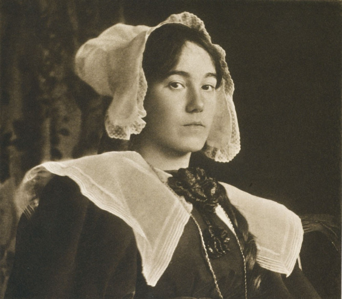 Портретный снимок, сделанный в 1899 году.