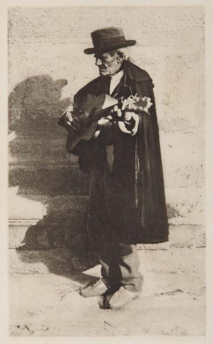 Слепой музыкант. Испания, Гранада, 1914 год.