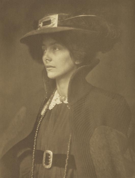 Портретный снимок почётного члена Королевского фотографического общества.