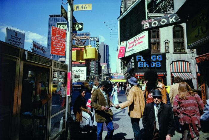 Раздача листовок и флаеров. Америка, Нью-Йорк, 1976 год.