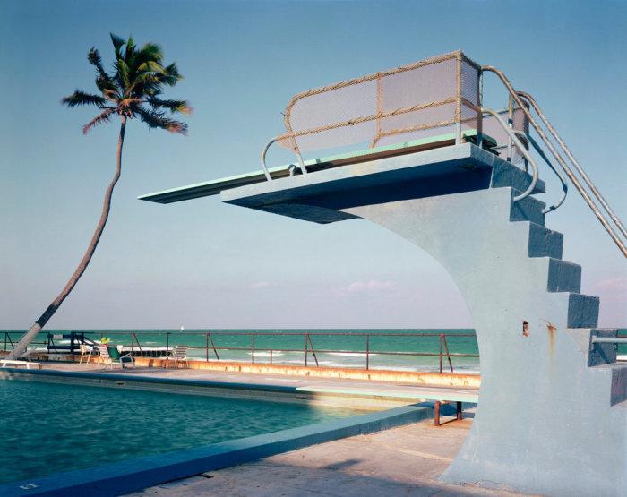 Бассейн с вышкой на одном из пляжей. Америка, Флорида, 1970 год.