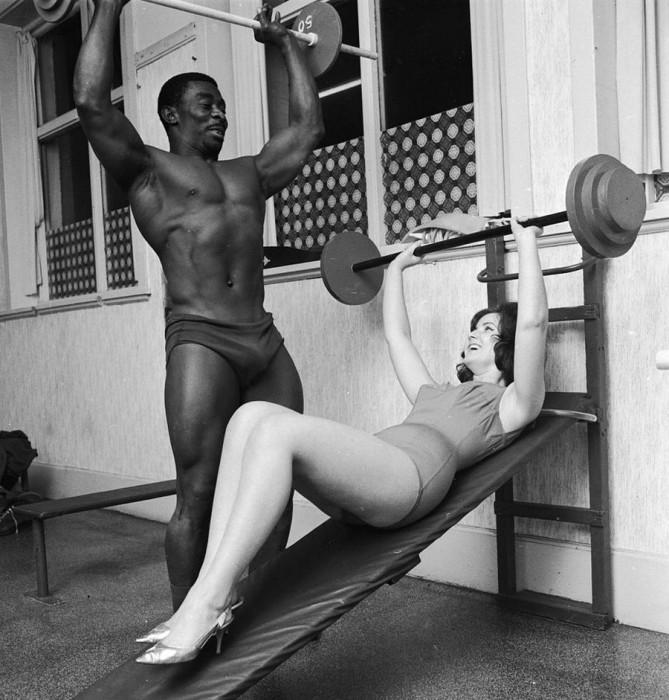 Линда Николь занимается тяжёлой атлетикой под руководством Герберта Дениса.