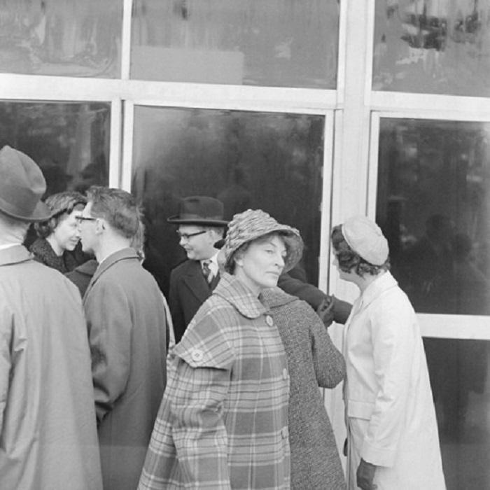 Очередь не для неё. СССР, Москва, 1961 год.