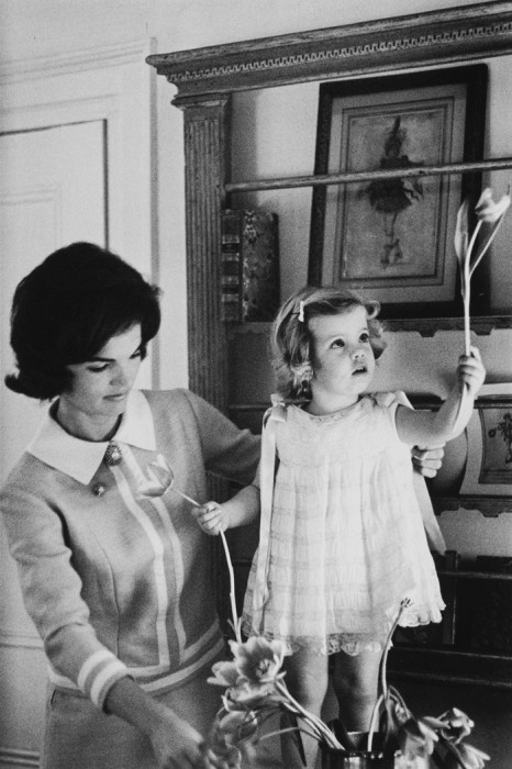 Миссис Кеннеди и Кэролайн. США, Вашингтон, 1960 год.