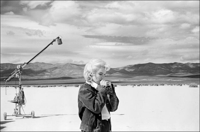 Мэрилин Монро во время съемок фильма «Неприкаянные» в 1960 году.