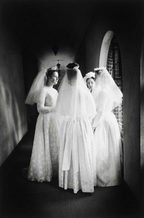 Девушки-монахини перед принятием облатками причастия.