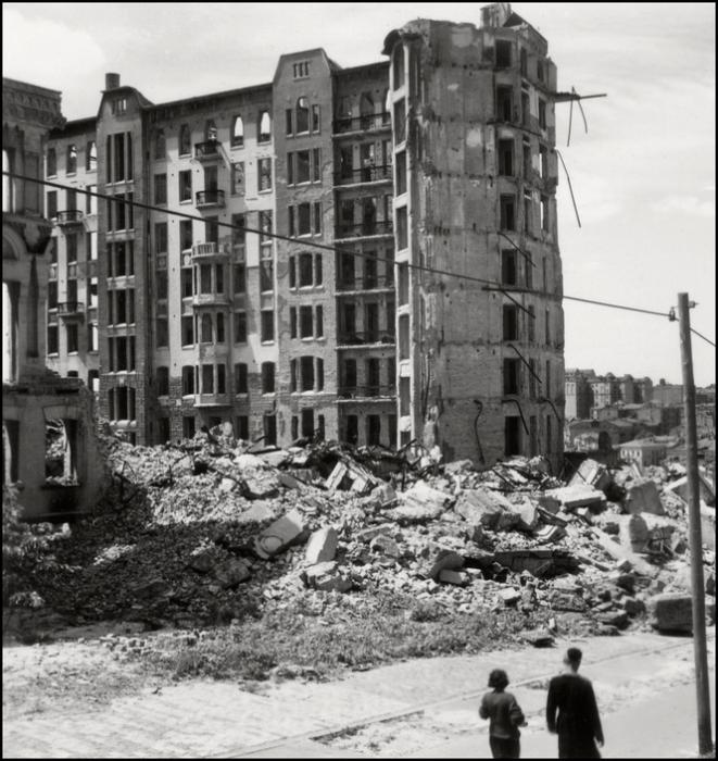 Доходный дом в Киеве на улице Николаевской. СССР, Киев, 1943 год.