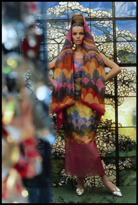 Немецкая модель и актриса в платье от Полин Трижер для Vogue, 1965 год.
