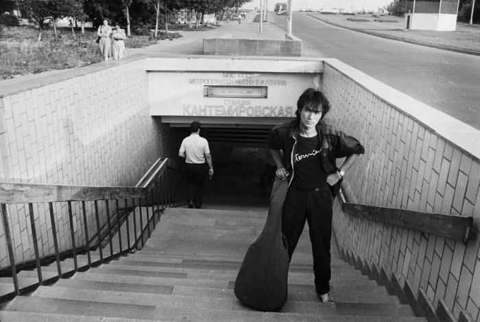 Основатель и лидер рок-группы «Кино». СССР, Москва, 1986 год. Автор фотографии: Igor Mukhin.