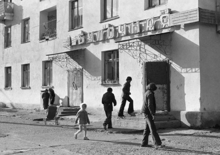 Булочная. Республика Бурятия, город Закаменск, 1980 год.