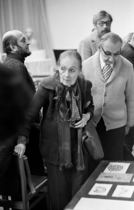 Юрий Молок, Лиля Брик, Василий Катанян и Май Митурич на вечере Хлебникова в Доме Художника на Кузнецком, 1976 год.